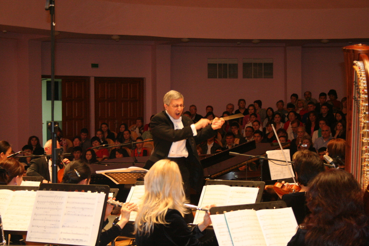 conducting Piano Concerto-Intimo